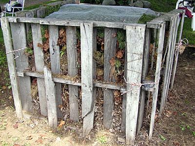 Compost bin of pallets